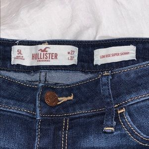 HOLLISTER slightly ripped jeans